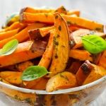 Drew Sinatra reveals his modified paleo diet recipe for baked sweet potato f… Dr. Drew Sinatra reveals his modified paleo diet recipe for baked sweet potato fries, a healthier version of a delicious side dish. Sweet Potato Fries Recipe Baked, Sweet Potato Fries Healthy, Homemade Sweet Potato Fries, Super Healthy Recipes, Healthy Foods To Eat, Diet Recipes, Healthy Carbs, Dieta Paleo, Fried Potatoes