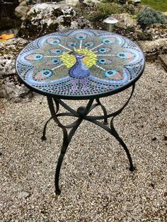 mosaic table, wrought iron garden table, or mosaic? Mosaic Crafts, Mosaic Projects, Mosaic Art, Mosaic Glass, Mosaic Tiles, Glass Art, Stained Glass, Ceramic Tile Art, Fused Glass