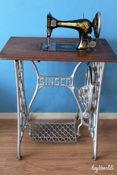 vintage pied de machine coudre singer en fonte tables bureaux pinterest vintage. Black Bedroom Furniture Sets. Home Design Ideas
