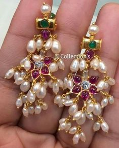 How To Hang Creative Ideas Gold Jhumka Earrings, Indian Jewelry Earrings, Jewelry Design Earrings, Gold Earrings Designs, Beaded Jewelry, Gold Bangles Design, Gold Jewellery Design, Pearl Necklace Designs, Jewelry Patterns