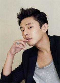 Yoo Ah In cast in 'Jang Ok Jung, Living in Love' alongside Kim Tae Hee Asian Actors, Korean Actors, Jang Ok Jung, Jang Hyuk, Kim Tae Hee, Yoo Ah In, Piano Man, Korean Star, Korean Men