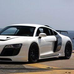 White and Black Audi! The Master! Audi R8