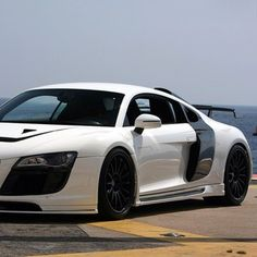 White and Black Audi! The Master! Audi R8