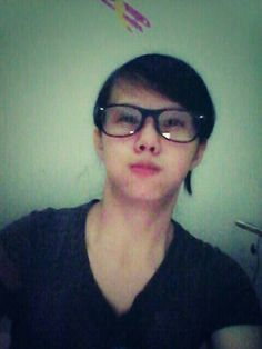 Iseng-iseng narcis Round Glass, Places To Visit, Glasses, Eyewear, Eyeglasses, Eye Glasses