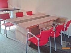 Stól VRC , więcej na http://www.projektmebel.pl/oferta/stoly-konferencyjne