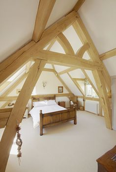A light and airy bedroom with lots of natural light from both sides of the space. A cruck frame features across the centre of the room. Airy Bedroom, Oak Bedroom, Master Bedroom, Oak Framed Buildings, Bedroom Frames, Oak Frame House, Fairytale House, Rustic Home Design, Wood Tables