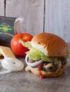 Jalapeno Cheddar Juicy Lucy Burger recipe. A spicy beef patty stuffed with melty cheddar cheese. Grilling perfection