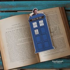 David Tennant Peeking Time Lord Bookmark with a FREE PRINTABLE!!! Make these for all your Whovian's for the Holidays!