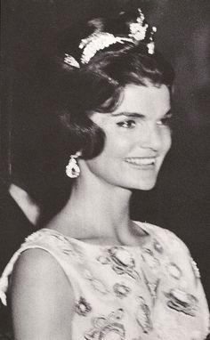 First Lady ❤ Jacqueline Lee Bouvier portrait, ❤❤❤❤ http://en.wikipedia.org/wiki/Jacqueline_Kennedy_Onassis