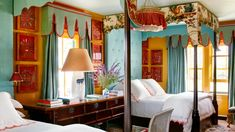 After a year-plus of retirement or WFH transformation, guest rooms are back—and homeowners are taking advantage of every square inch Bedroom Green, Bedroom Colors, Bedroom Dresser Styling, Small Guest Rooms, Elegant Sofa, Woman Bedroom, Luxury Sofa, Guest Bed, New Beds
