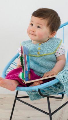 Strikkeopskrift | Strik fin vest med rundt bærestykke | Sødt strik til småpiger | Fint babystrik | Strik til børn med søde motiver og detaljer | Lun og blød børnestrik