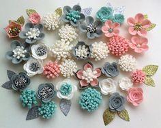 33 mano in 3d fiori/rose feltro & 33 glitter tessuto foglie. Per cucire, corona di fiori di feltro, fasce, ghirlanda di fiori, posies, matrimoni, festival