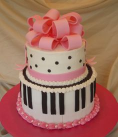 Piano Cake - I made this for my little girl's piano recital.  It wasn't my favorite cake - too many mistakes, but it was a pretty big hit with all the kids.  My daughter loved it, too.