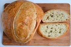 Pâine coaptă pe piatră Bread Recipes, Cake Recipes, Romanian Food, Tasty, Yummy Food, Home Food, Garlic Bread, Sweet Bread, Food To Make