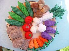 Kaufmannsladen & Küche - Obst und Gemüse für den Kaufmannsladen - ein Designerstück von jelena-1 bei DaWanda Diy Crochet And Knitting, Crochet Cross, Loom Knitting, Crochet Baby, Crochet Fruit, Crochet Food, Crochet Slippers, Crochet Animals, Yarn Crafts