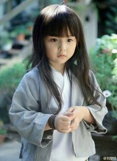 Portrait photos of a five-year-old girl in Han Chinese costume hit the Internet recently. Precious Children, Beautiful Children, Beautiful Babies, Asian Kids, Asian Babies, Cute Little Baby, Baby Kind, Cute Kids, Cute Babies