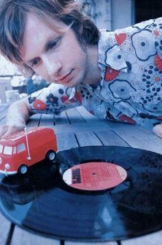 Beck digs the records. Vinyl Record Player, Vinyl Records, Vinyl Music, Music Love, Good Music, Music Heart, Jazz, Vinyl Junkies, Vinyls
