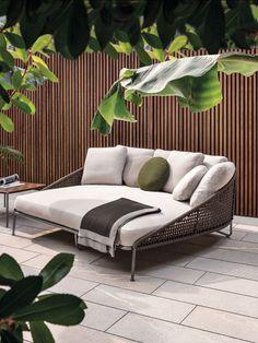Charming Home Outdoor Sofa Design Ideas For Relaxing Place Outdoor Daybed, Outdoor Rooms, Outdoor Living, Patio Daybed, Outdoor Seating, Indoor Outdoor, Backyard Furniture, Furniture Ideas, Antique Furniture