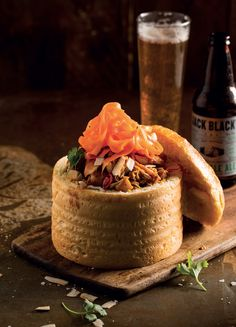 Originating in Durban, this traditional South African staple is an all-time favourite! Attempt it yourself with this chicken curry bunny chow. Roast Chicken Pieces Recipe, Chicken Pieces Recipes, One Pan Chicken, Balsamic Chicken Thighs, Lemon Chicken Thighs, Honey Balsamic Chicken, Slow Cooker Lemon Chicken, Bolognese Recipe, Tacos