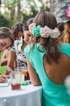 ¿Cuáles son los peinados más favorecedores para ponerse un tocado? ¿El pelo suelto? ¿Recogido en coleta? ¿En moño? No desesperes. #wedding #boda #invitada #tocado #pelo Wedding Looks, Chic Wedding, Wedding Styles, Wedding Day, Summer Hairstyles, Wedding Hairstyles, Fiesta Outfit, Flower Crown Hairstyle, Hippie Outfits
