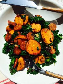 Spicy Chicken Sausage, Sweet Potato & Kale Skillet - Left Side of the Table Kale Recipes, Sausage Recipes, Chicken Recipes, Healthy Recipes, Chicken Meals, Chicken Coops, Turkey Recipes, Crispy Sweet Potato, Sweet Potato Kale