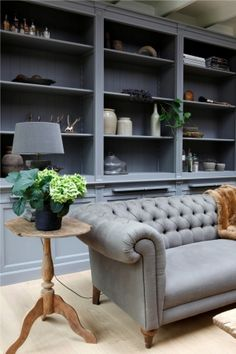FleaingFrance Brocante Society My favorite colors.deep grey buttoned chesterfield sofa and fabulous bookcases Chesterfield Sofa, Living Room Inspiration, Interior Design Inspiration, Living Room Sofa, Living Room Decor, Living Rooms, Home And Living, House Design, Design Room