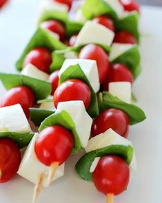 10 Healthy Snacks To Eat Poolside Caprese Skewers, Appetizer Skewers, Vegetable Skewers, Vegetable Sides, Healthy Snacks To Make, Frozen Grapes, Balsamic Reduction, Tomato And Cheese, Baked Pork Chops