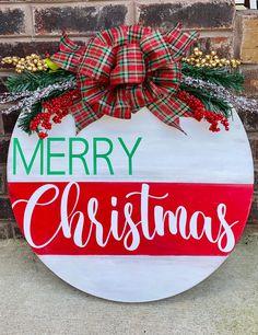 Christmas Greenery, Christmas Signs Wood, Christmas Door Decorations, Easy Christmas Crafts, Christmas Ribbon, Holiday Wreaths, Simple Christmas, Christmas Time, Christmas Door Hangers