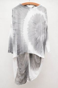 Grey Tie Dye Butterfly Top by Raquel Allegra Cool Outfits, Summer Outfits, Fashion Outfits, How To Tie Dye, How To Wear, Shibori Tie Dye, Butterfly Top, Textiles, Tye Dye