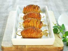 Hasselback poteter Norwegian Food, Norwegian Recipes, Tapas, Waffles, Side Dishes, Cheese, Dinner, Breakfast, Ol