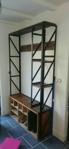 meuble d'entrée acier indus et bois de recup (chaussures et porte manteau) en cours de finalisation