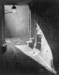 """""""Weir's Close Edinburgh"""" by Alvin Langdon Coburn 8 1 2 x 11 in Hi REZ Print History Of Photography, Art Photography, Old Pictures, Old Photos, Eastman House, Alfred Stieglitz, Vintage Photographs, Vintage Photos, Black And White Photography"""