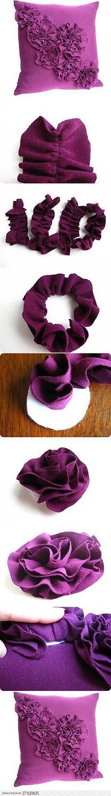 Подушка с цветочным декором