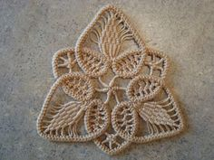 Thread Head: Romanian Point Lace Tutorial - I may never get brave enough to try it, but if I did, this would be where I would start. Stunning!