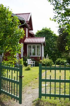Sweden House, Red Houses, Beautiful Interior Design, Scandinavian Home, Garden Gates, House In The Woods, Cottage Style, Garden Inspiration, Country Style