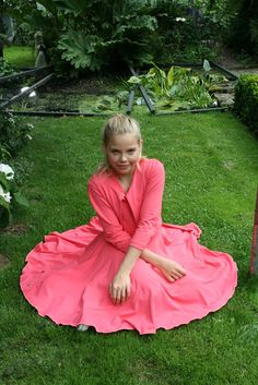 Pipa Greenström      Hobby handwerk uut de Noordkop: Solis dress & aura bolero Ball Gowns, Formal Dresses, Fashion, Backless Homecoming Dresses, Dresses For Formal, Moda, Ball Dresses, Ball Gown, Fasion