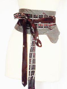 Ceinture obi Ici dans un modèle de merveilleux camaïeu marron cette ceinture, original réalisée avec plusieurs cravates : Ceinture par arsenic-v-mantilles