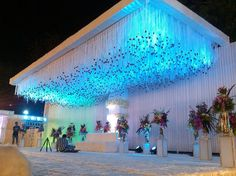 Best Wedding Decorators in Mumbai Desi Wedding Decor, Wedding Stage Design, Wedding Hall Decorations, Marriage Decoration, Garland Wedding, Wedding Ideas, Table Decorations, Reception Stage Decor, Wedding Reception Backdrop