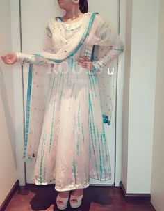 Go tie die this summer cn b done in Ny color nd style on pure cotton. Punjabi Dress, Anarkali Dress, Anarkali Suits, Pakistani Dresses, Indian Dresses, Indian Outfits, Cotton Anarkali, Designer Punjabi Suits, Indian Designer Wear