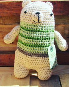 Les presento a un amigo que de verdad esta sufriendo el calor estos días: oso polar papoli #papoli #aguantepapoli #handmade #ternura #regalo #amigurumi #amigurumis #crochet by papoli_