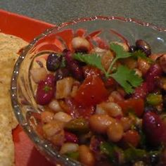 Mexican Spicy Bean Salad Recipe Lots of taste sensations in this colorful, spicy, and refreshing bean salad. Mint Recipes, Great Recipes, Healthy Recipes, Favorite Recipes, Healthy Food, Easy Recipes, Healthy Eating, Mexican Bean Salad, Mexican Food Recipes