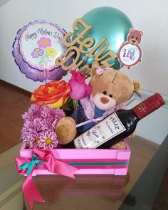 LUCIE Regalos Birthday Surprise Boyfriend, Friend Birthday Gifts, Birthday Gifts For Girls, Diy Birthday, Homeade Gifts, Diy Food Gifts, Candy Gift Baskets, Candy Gifts, Valentine Baskets