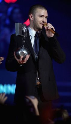Justin Timberlake Photos Photos - Musician Justin Timberlake receives the Best Male Act Award at the 13th annual MTV Europe Music Awards 2006 at the Bella Center on November 2, 2006 in Copenhagen, Denmark. - Show At The MTV Europe Music Awards 2006