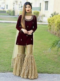 Haute spot for Indian Outfits. Party Wear Indian Dresses, Pakistani Fashion Party Wear, Pakistani Formal Dresses, Shadi Dresses, Designer Party Wear Dresses, Pakistani Wedding Outfits, Indian Fashion Dresses, Dress Indian Style, Pakistani Dress Design