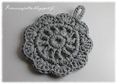 Prinsessajuttu: Virkatut pannunaluset Diy Crochet And Knitting, Easy Crochet, Decoden, Crochet For Beginners, Merino Wool Blanket, Crochet Flowers, Crochet Projects, Crochet Ideas, Crochet Earrings