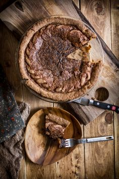 Have you ever made a Chocolate Chess Pie? Try out this gorgeous recipe for my Chocolate Chess Pie! Super custardy and delicious! Chocolate Chess Pie, Chocolate Cakes, Birthday Pies, Vegetarian Chocolate, Cooking Chocolate, Chocolate Delight, Pie Dessert, Pie Recipes, Food Processor Recipes