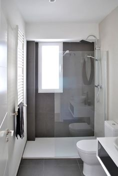 Bathroom renovation - Home Decor Narrow Bathroom, Bathroom Design Small, Grey Bathrooms, Bathroom Layout, Bathroom Interior Design, White Bathroom, Modern Bathroom, Bathroom Ideas, Bathroom Green