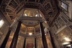 Battistero Lateranense. fondato da Costantino nel 315 d. C. E' a pianta ottogonale, presenta un doppio ordine di colonne disposte a raggio sormontato da una cupola. Successivamente venne utilizzato come riferimento per i battisteri successivi