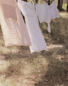 Picnic At Hanging Rock – Style Inspiration – Life Rock Style, Fotografia Retro, Picnic At Hanging Rock, The Cardigans, Jeanne D'arc, Anne Of Green Gables, Summer Aesthetic, Grunge, Cottage