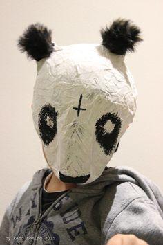 Mein Mini will dieses Jahr Cro werden, also haben wir uns gesagt, wir machen die Pandamaske aus Pappmaché selber…